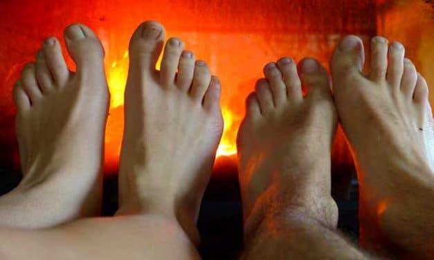 Ständig kalte Füße: Ursache, Symptome, Behandlung und Vorbeugung